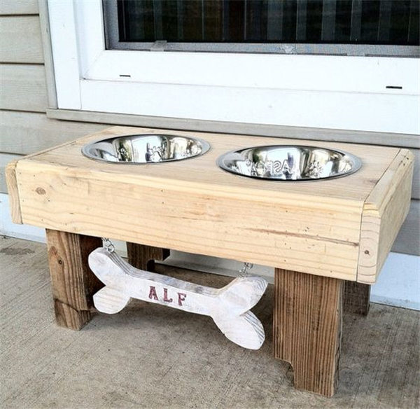 DIY rustic pallet furniture dog bowl stand